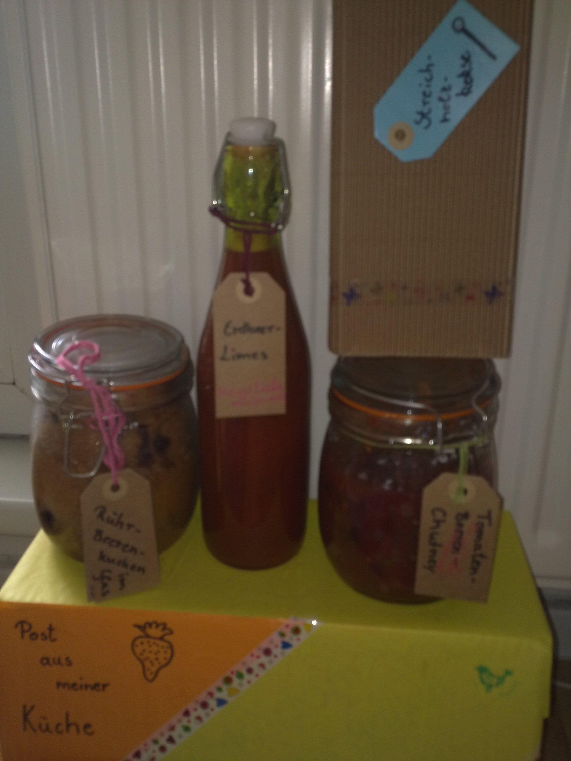 Erdbeer-Limes, Sommerbeeren-Rührkuchen, Streichholzkekse und ein Tomaten-Beeren-Chutne