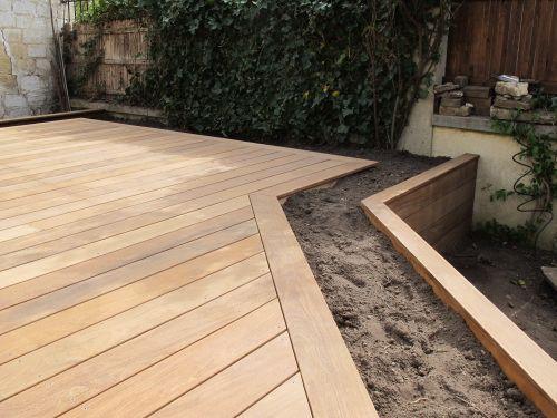 Terrasse en hauteur sur plots de fondation à visser extérieur