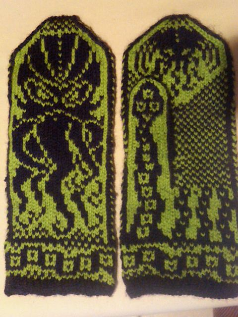 Free pattern available from ravelry.com:   Cthulhu Mittens pattern by Diana Stafford
