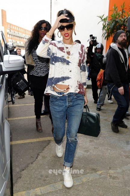 Rihanna Love This Casual Style Distressed Boyfriend Jeans And Converse What I Wish Was In