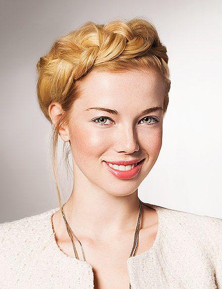 Vier Varianten Lassige Hochsteckfrisuren Fur Den Sommer Frisuren