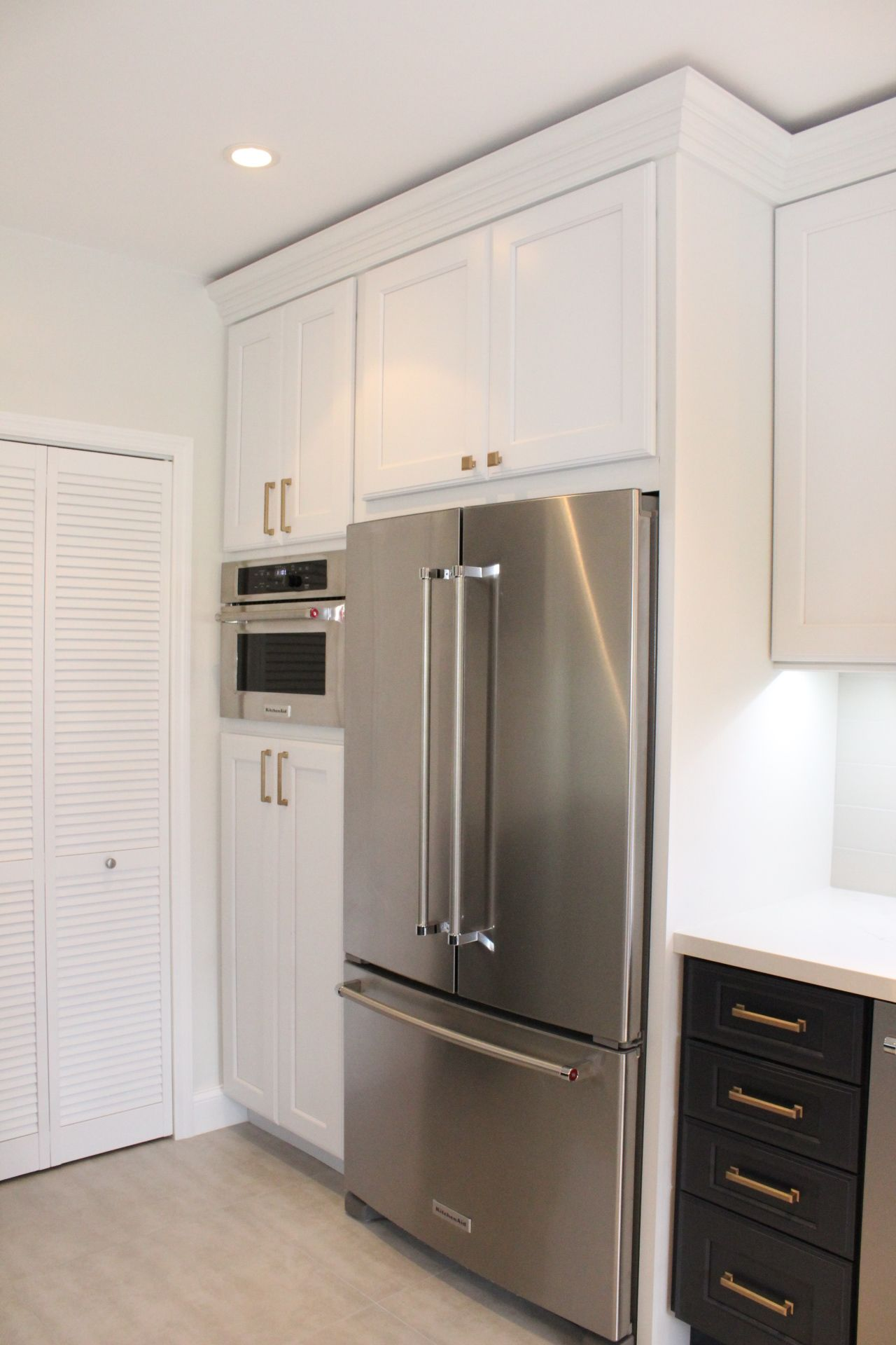 I Love Our New Contrasting Midnight Blue And Dove White Kraftmaid Cabinets The Kitchenaid Do Kraftmaid Kitchen Cabinets Kraftmaid Cabinets Kraftmaid Kitchens