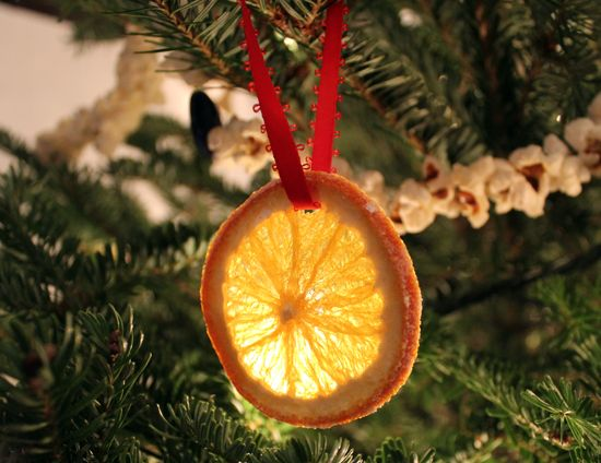 I made a couple dozen of these tree ornaments made from orange slices - they turned out great!