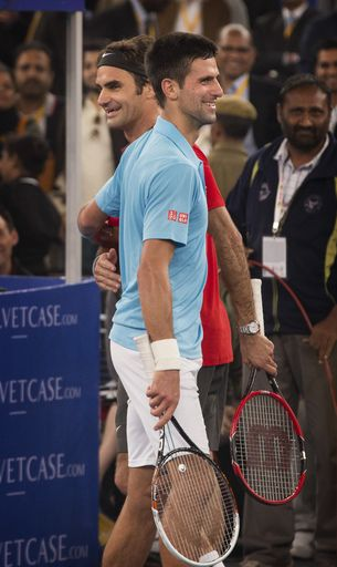 Micromax Indian Aces Player Roger Federer Left And Musafir Com Uae Royals Novak Djokovic Greet Each Other After Their Game Du Tennis Atp Tennis Roger Federer
