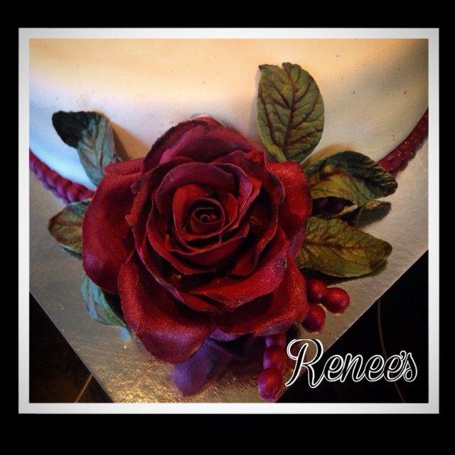 """""""#rose #roses #blomsterpasta #sugarpaste #fondant #caketopper #marsipan #marsipankake  #allers #kake #bake #bursdag #godtno#homemade #cakeporn #bakemag…"""""""