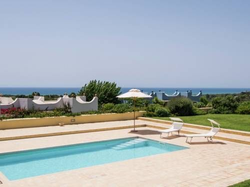 Villa Smeraldo Scicli Set in Sampieri in the Sicily Region, this villa is 22 km from Ragusa. The air-conditioned unit is 33 km from Noto.  The kitchen has a dishwasher and an oven. There is a private bathroom with a bidet and shower.