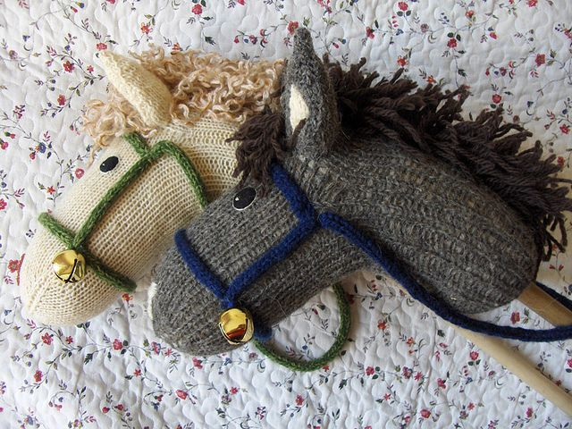 Stickpferde aus Socken, ich mag ihre Jingle Bells - Diy für Baby #horsepattern