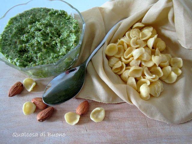 qualcosa di buono: Pesto di rucola e mandorle profumato al limone