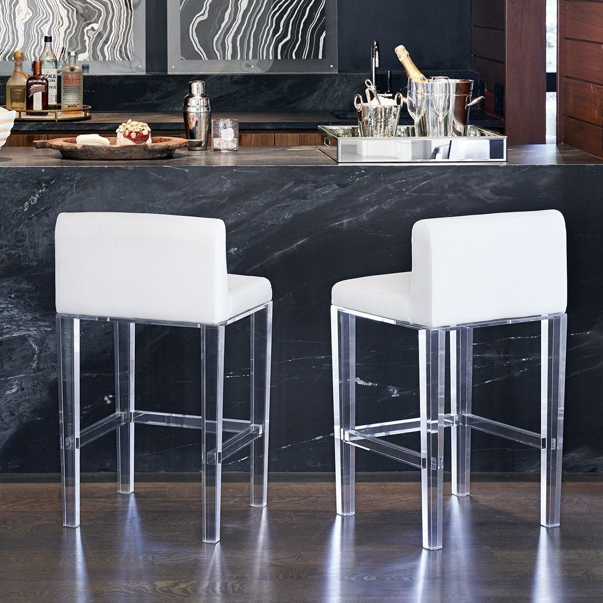 Pin By Cristiane Lucchese On Banqueta Modern Home Bar White Kitchen Bar Stools Contemporary Bar Stools