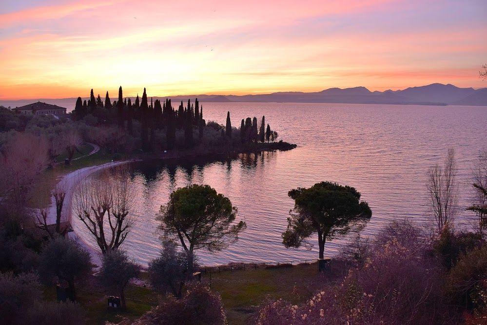 Baia Delle Sirene Al Tramonto Garda Lago Di Garda Verona Italy