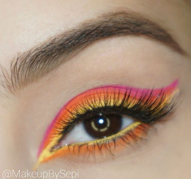 Colourfull eye makeup