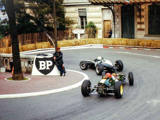 Peter Arundell (Lotus-Climax 25) follows Phil Hill (Cooper-Climax T73), 1964 Monaco GP, Monte Carlo