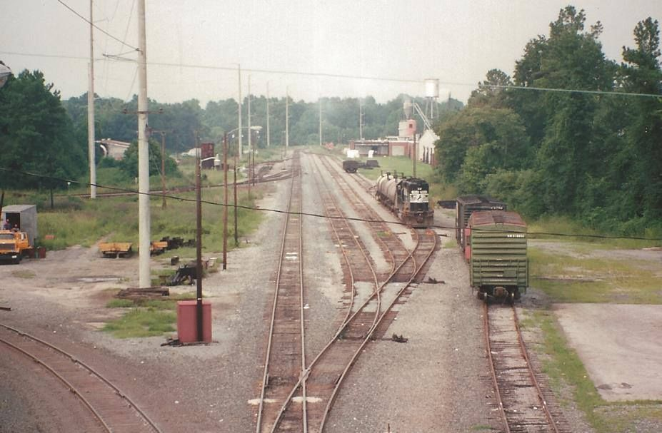 August 5, 1992 Chocowinity, North Carolina  NORFOLK SOUTHERN CORP> Looking northward from Route 33 road bridge. Photograph by Ed Sharpe