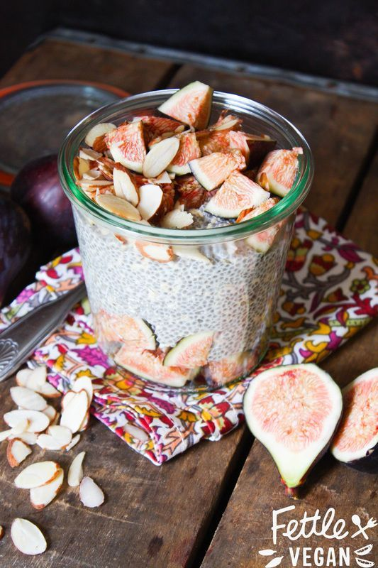 NEW: Fig + Almond Chia Oat Pudding! Whips up in 5 minutes or less and helps you fight that 3 pm slump. #vegan #raw #recipe