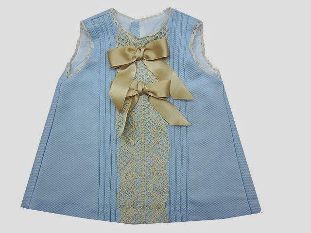 Vestido de niña de piqué azul con puntillas camel 5c1fe62bd392
