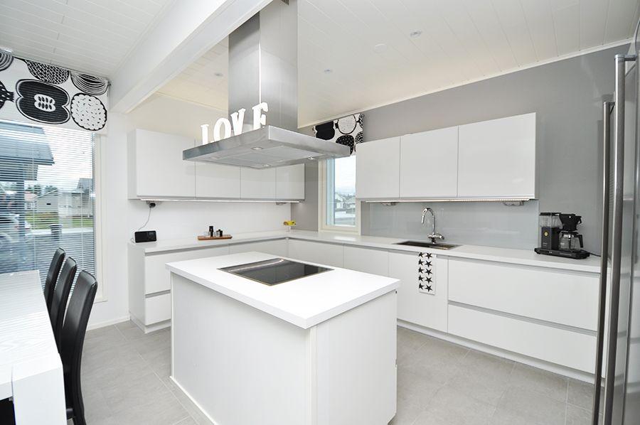 Valkoinen keittiö  Sisustus  Pinterest  Keittiö,Keittiöt ja Olohuoneet