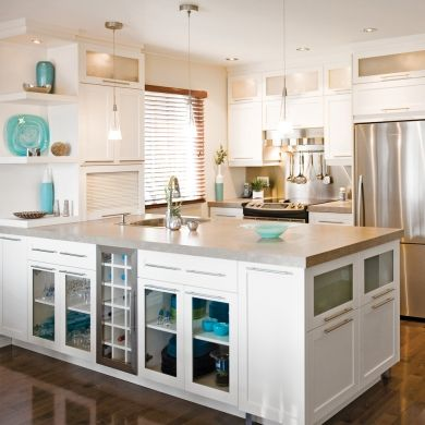 cuisine claire et fonctionnelle inspirations armoires blanches style shaker pratico. Black Bedroom Furniture Sets. Home Design Ideas