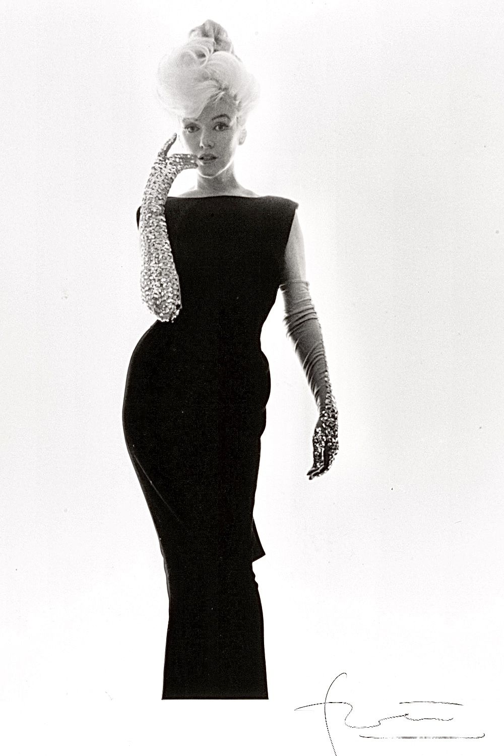 The Glitter Gloves And Black Dress Photo Session With Bert Stern 1962 Ball Gown Dresses Dresses Female Portrait [ 1500 x 1000 Pixel ]