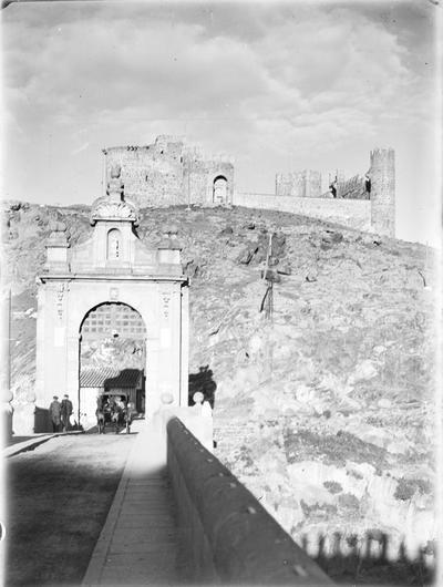 Toledo. Alcántarabrucke & Castillo de San Servando [Puente de Alcántara y castillo de San Servando]