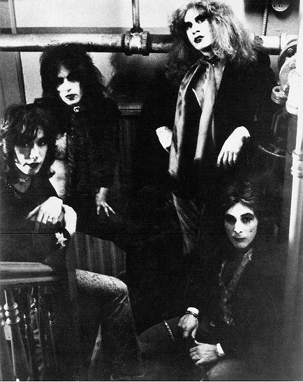 early Kiss!! | Hot band, Kiss pictures, Kiss band