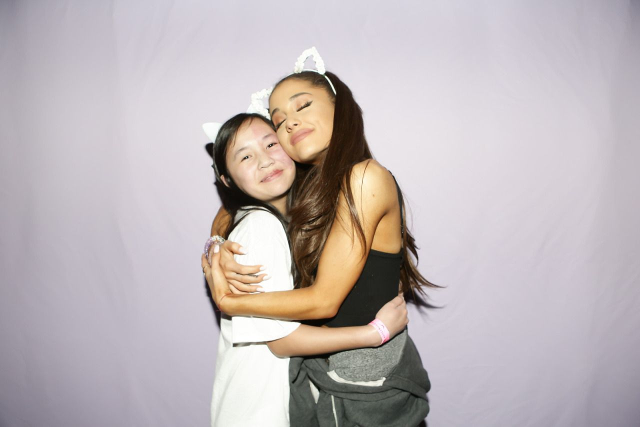 ariana grande meet and greet pictures 2015