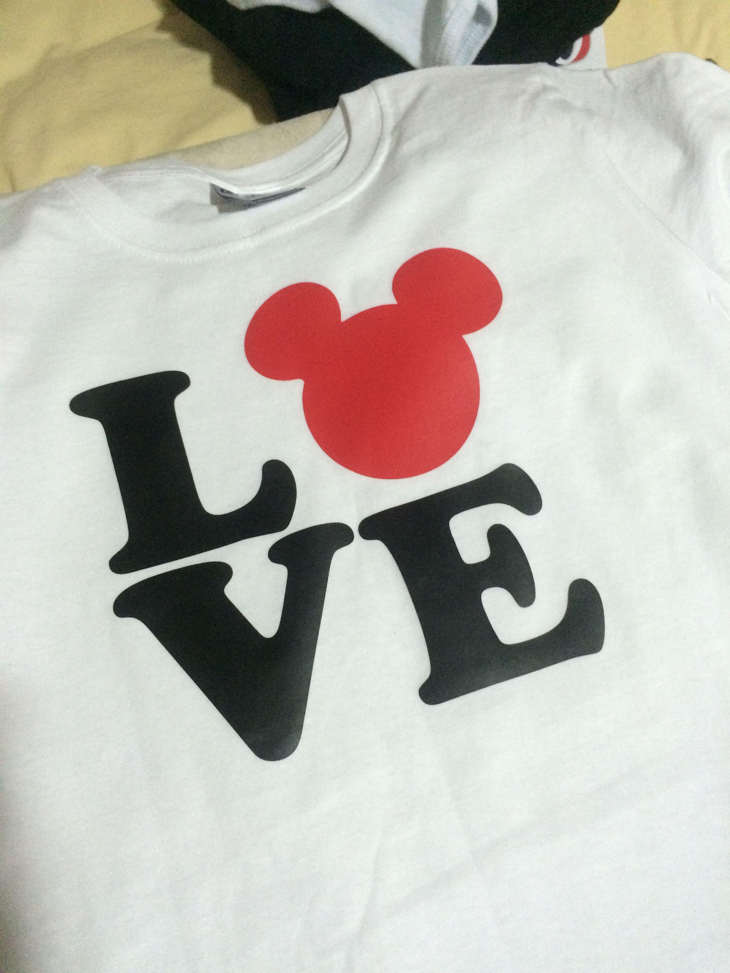 694050beb342f Playera 100% algodón adulto personalizada y estampada en vinil textil Love  Mickey