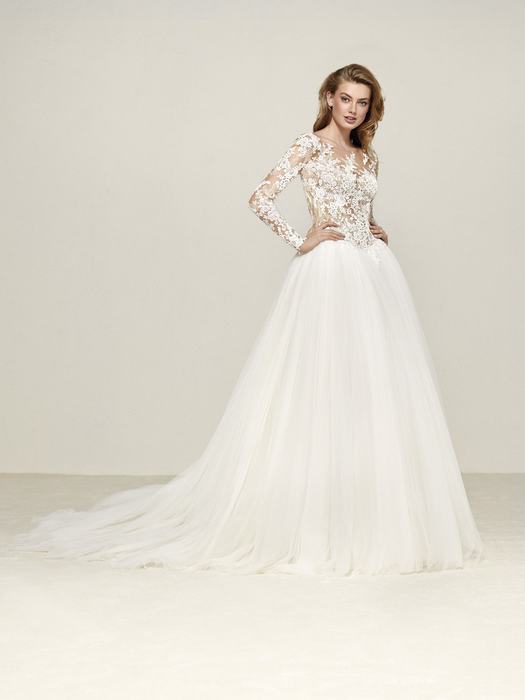 Dropal: Special wedding dress with floral motifs on long sleeves ...