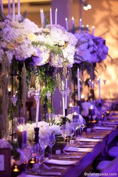 hoge vazen met bloemen