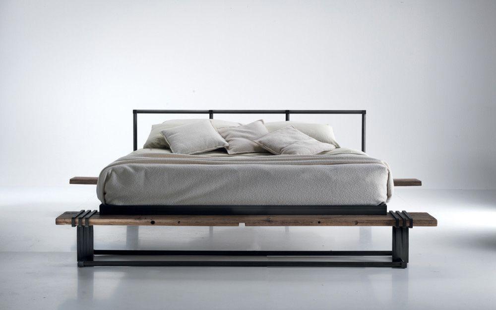 Letto in ferro battuto e legno invecchiato della Caporali | bed ...