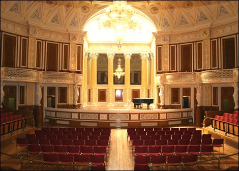 Liverpool Capital Of Culture St George S Hall St Georges Hall House Styles Balloon Chandelier