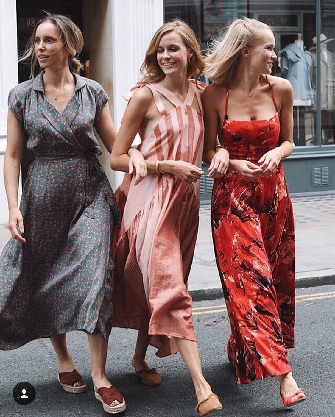 London Street Style The 4 Of Us Wearing Floaty Summer Dresses From Free People Uk Freepeople Londonstreetstyle The4ofus M Faldas Largas De Moda Faldas