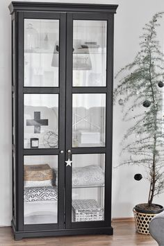 Ikea vitrineskab liatorp house pinterest liatorp for Sideboard kinderzimmer