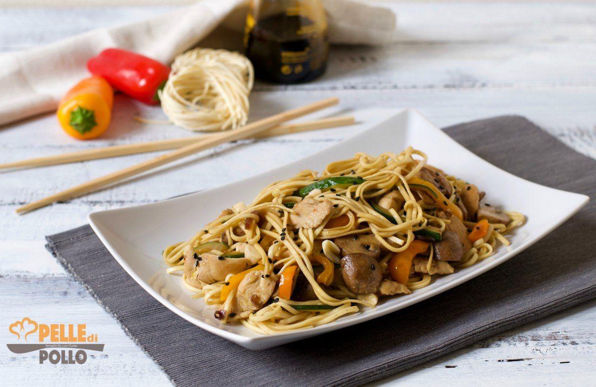 Ricetta Noodles Giapponesi Pollo.Noodles Con Pollo E Verdure Saltate Pelle Di Pollo Ricetta Ricette Pollo Verdure