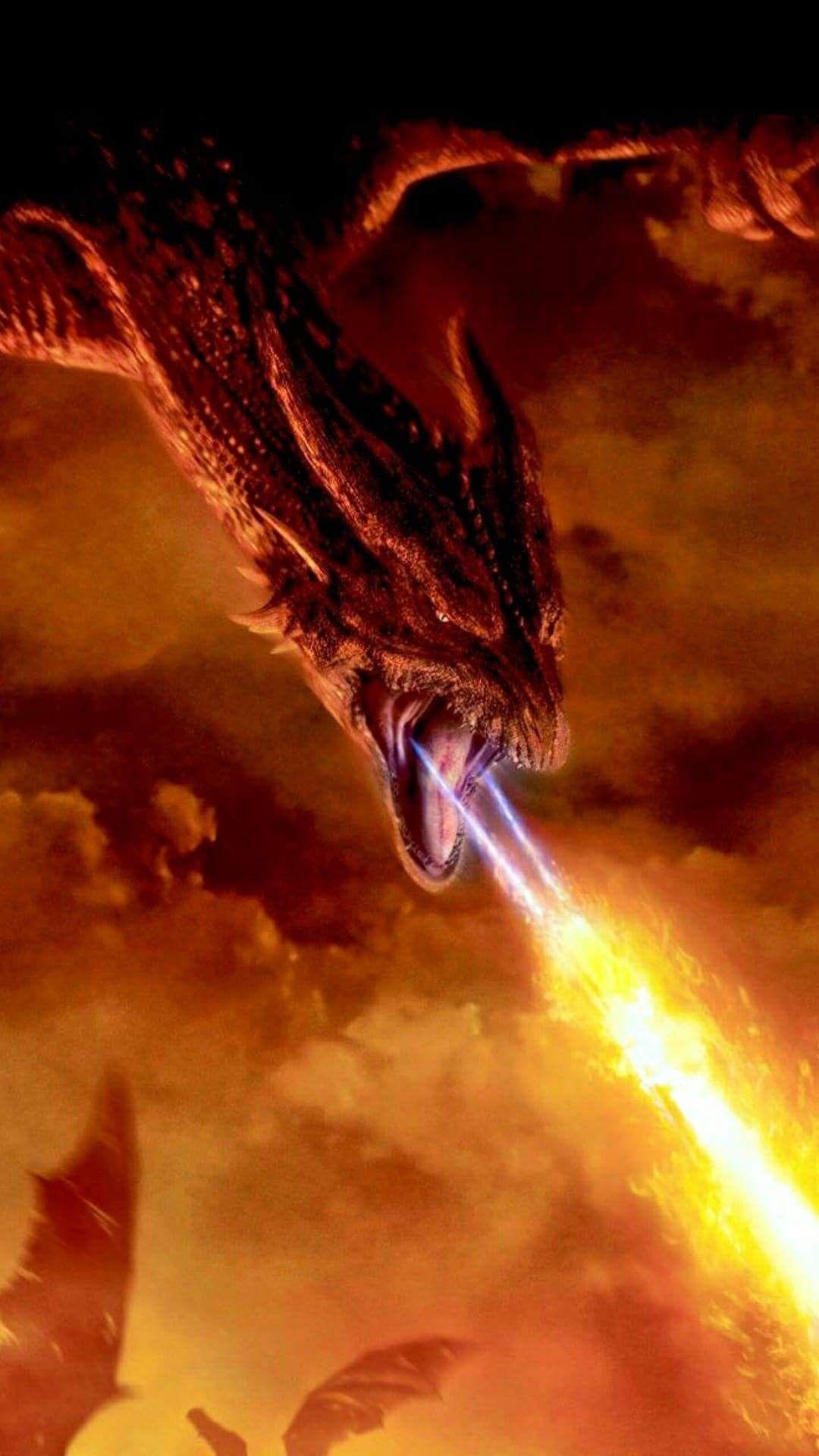 ドラゴンが口から炎を出す壁紙