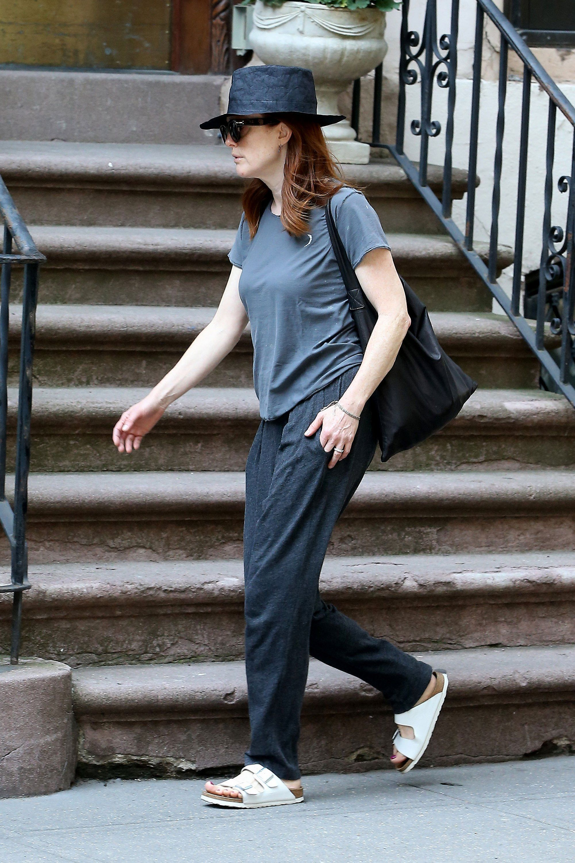 d7706a29f720 Julianne Moore Proves That This Ugly-Pretty Shoe Trend Still Has Legs