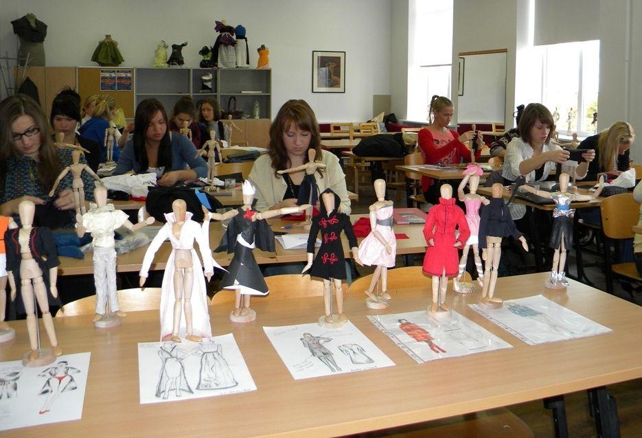 Alkhawaja Fashion Arts Academy Conduct After School Courses Skill Development Classes Fashion Textile Training Progr Art Academy Academy Textiles Fashion