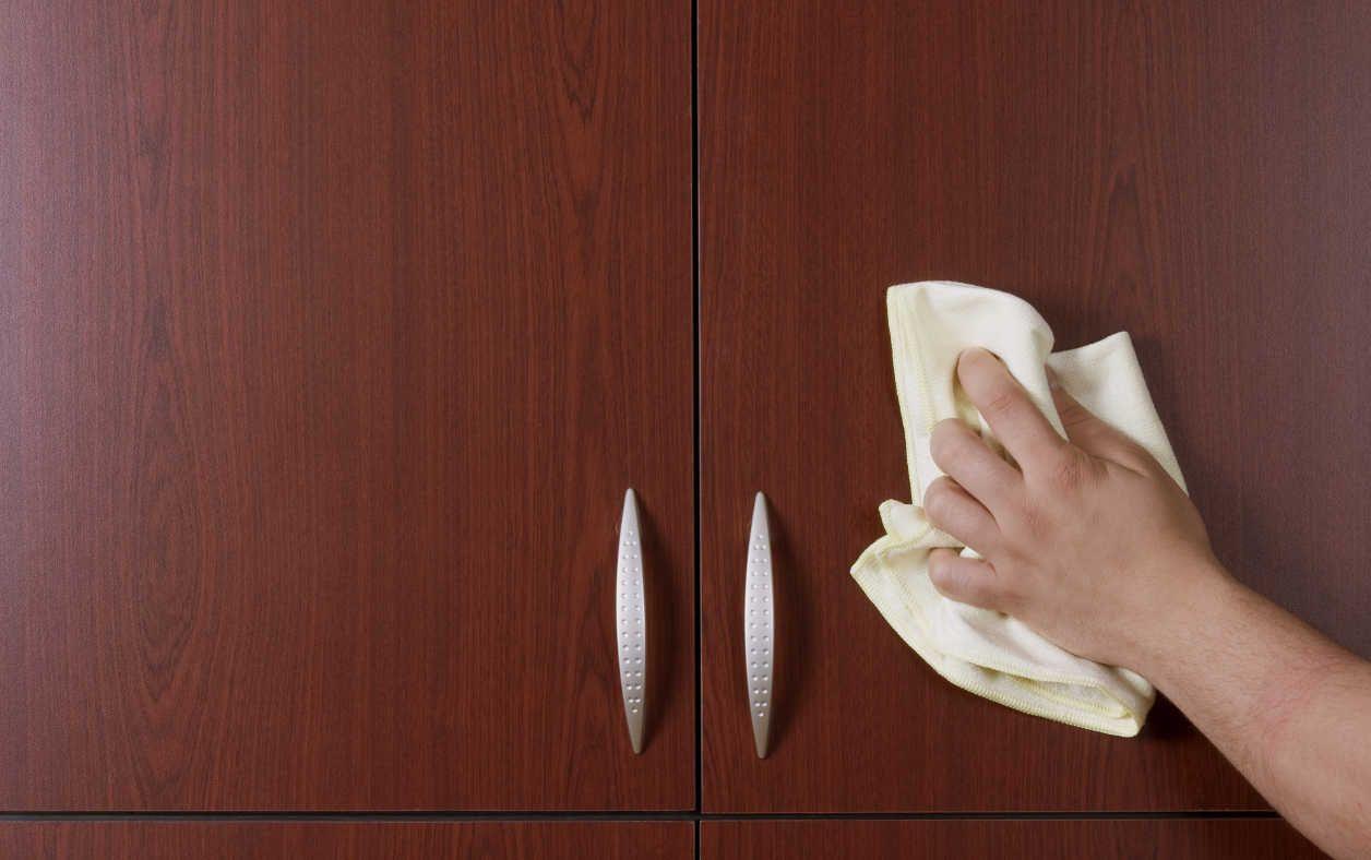 C mo barnizar un mueble de madera manualidades ideas for Como barnizar madera