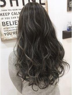 ダークグレージュハイライトカラー ロングヘア 髪 色 髪 カラー