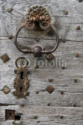 vieille porte en bois poign e et serrure en m tal de r mi. Black Bedroom Furniture Sets. Home Design Ideas