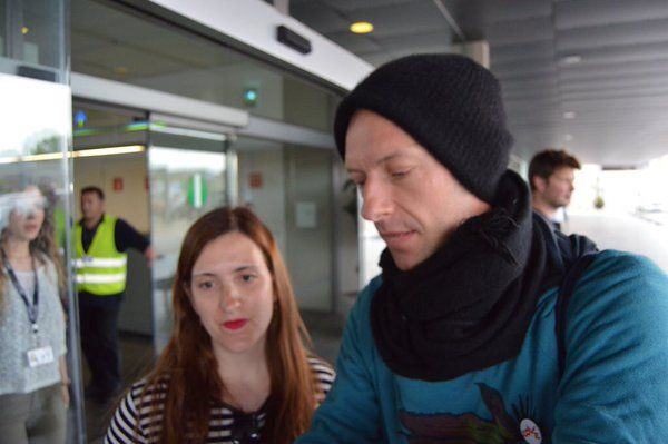 Chris Martin meeting fans in Barcelona this afternoon - May 25 | thanks @Coldplay_Spain