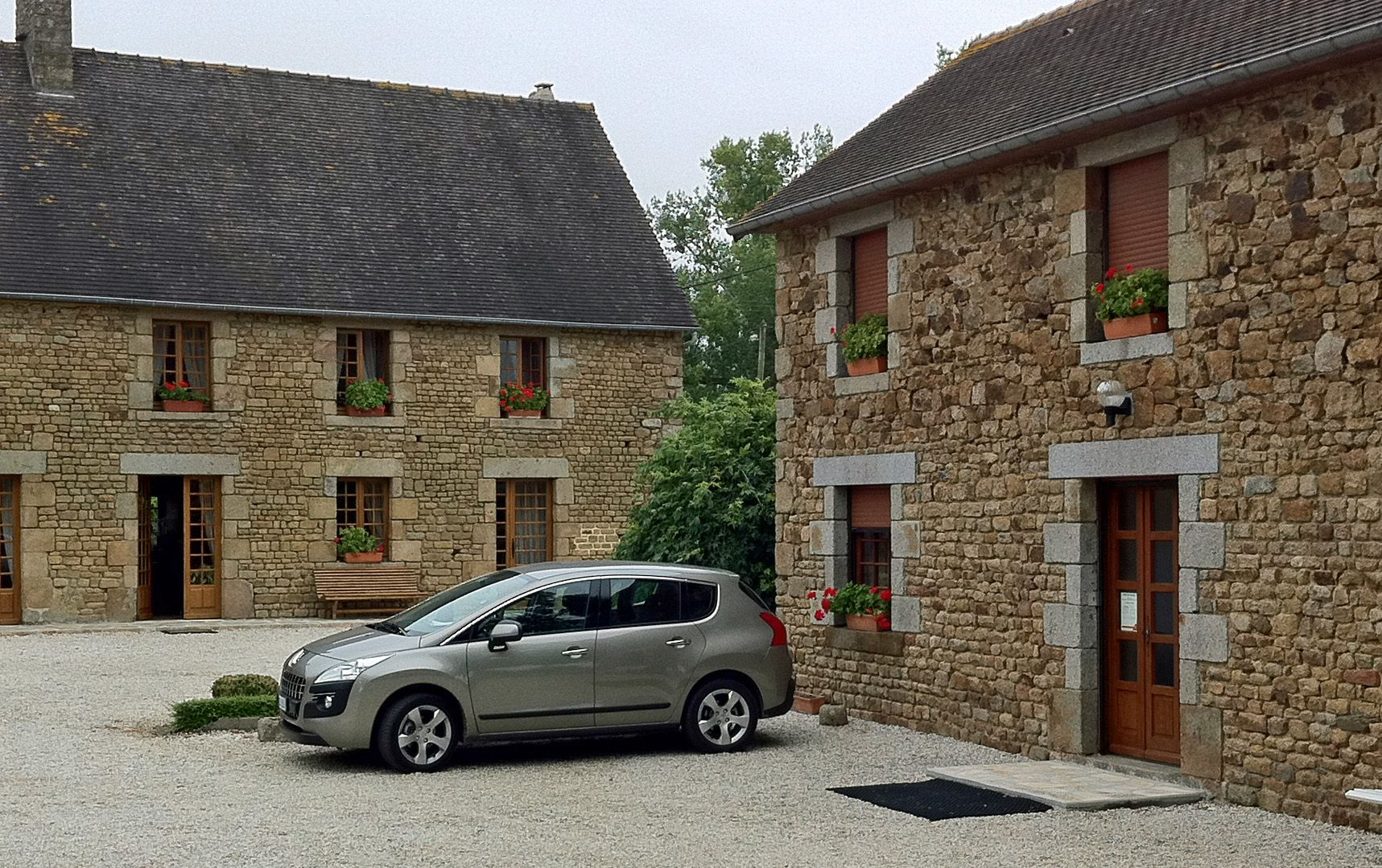 Peugeot 3008: France, Britain in a nice bed and breakfast