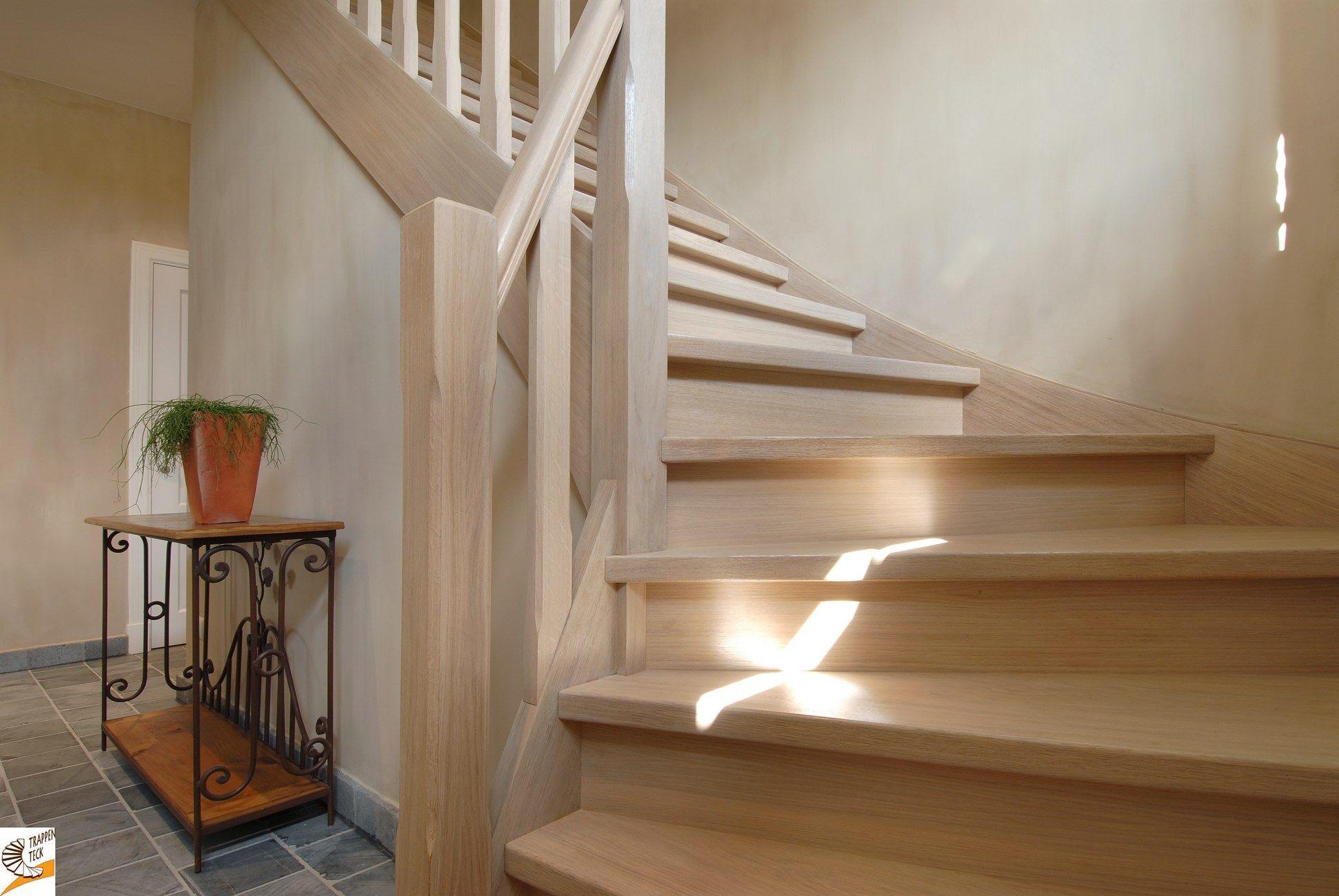 Landelijke houten trap op maat van trappen teck puurs landelijke trappen - Interieur houten trap ...