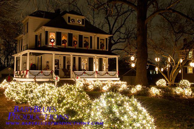 Christmas Decorations Yard Light Google Search Decorating With Christmas Lights Yard Lights House Styles