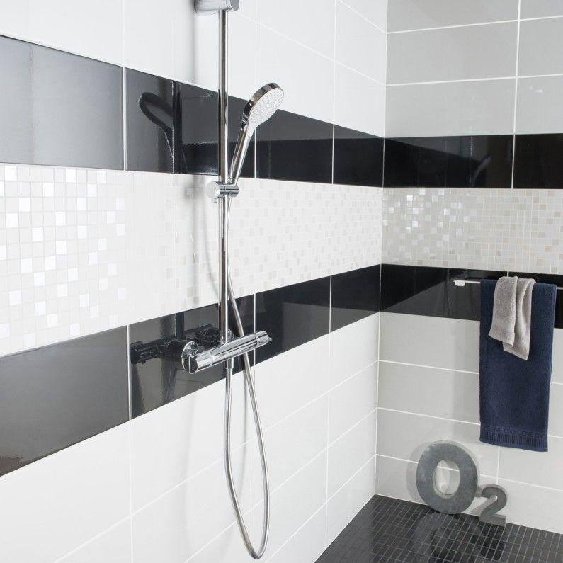 De la faïence noire et blanche pour vos parois de douche Salle de