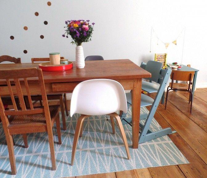 esstisch mit plastik teppich ideal mit kleinen kindern farbe triptrap esszimmer. Black Bedroom Furniture Sets. Home Design Ideas