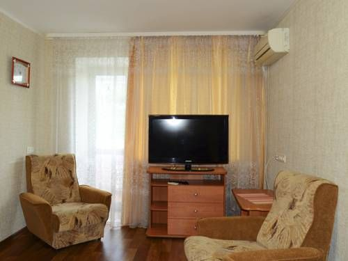 City Rent Apartment Ussuriyskiy bulvar 4 Khabarovsk Situated in Khabarovsk, this air-conditioned apartment features a balcony.  The kitchen comes with an oven, a microwave and a fridge, as well as a kettle. A TV is provided.