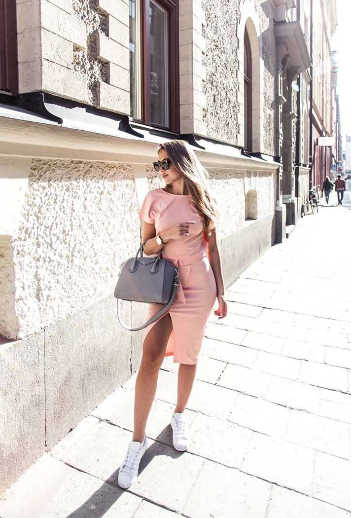 How to wear pastel pink: street style inspiration and outfit ideas from @stylecaster | 'Kenza Zouiten' blogger in pink bodycon dress