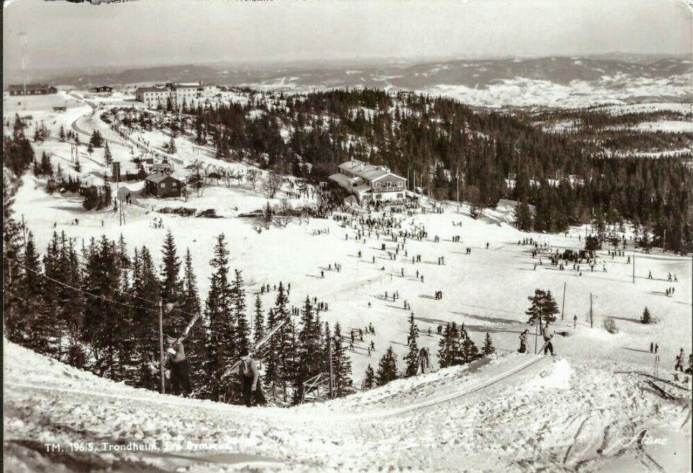 Sør-Trøndelag fylke Trondhjem Bymarka. Hoppbakke. Utg Aune. Stemplet 1981