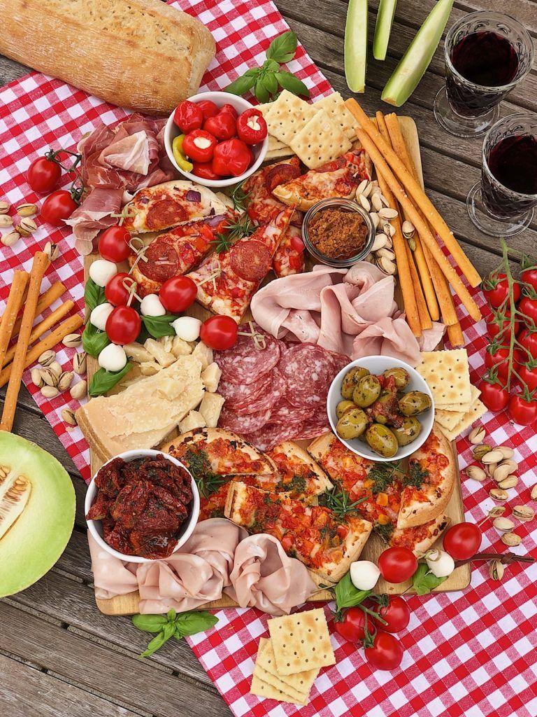 Italian Charcuterie Board - italienische Antipasti-Platte #charcuterieboard
