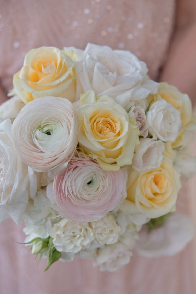 A Soft Spring Palate Of Blush Ranunculus Creme De La Creme Roses And Ivory Spray Roses Glorious Eau Claire Photographics Cat Flowers Spray Roses Flowers